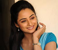 Madirakshi Mundle (HD) Photos