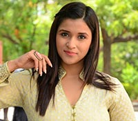 Mannara Chopra (Posters) Photos