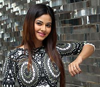 Meera Chopra (Posters) Photos