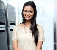 Meenakshi Dixit Photos