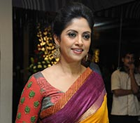 Nadhiya Photos